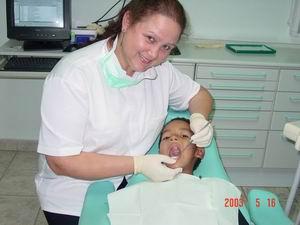 16 Mei 2003: Luchiano's eerste echte tandartsbehandeling!