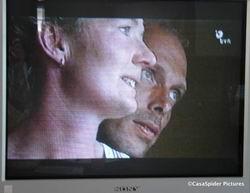 Boer zoekt Vrouw, 03.11.2006: Boer Jochum troos de naar bevestiging zoekende Nienke. Klik voor groter/sluiten.