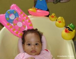 Reageerder Boutie verrast Diana met een koffer vol badspeeltjes