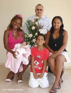 Familieportret met het boeket van CasasPa. Klik voor groter/sluiten.