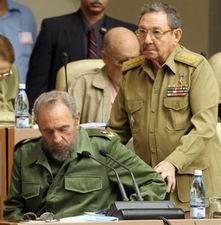 Fidel Castro wordt geholpen door zijn broer Raul, die sinds maandag 31.07.2006 de eerste man is in Cuba. Klik voor groter/sluiten.