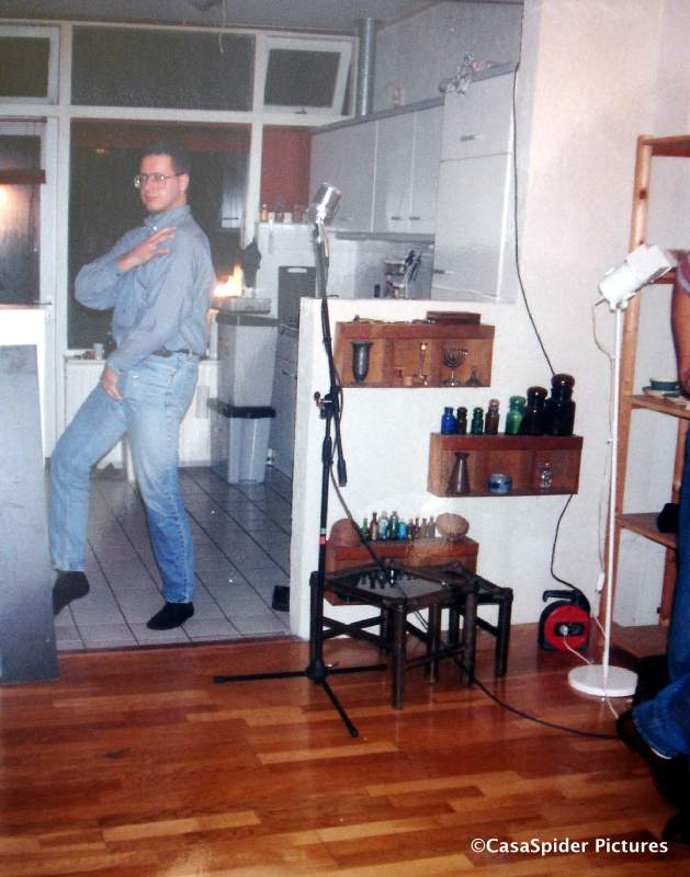 Ergens in 1993: CasaSpider doet Michael Jackson na. Klik voor groter.