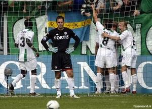Dat is even wennen voor Henk Timmer, drie goals om de oren krijgen in Groningen