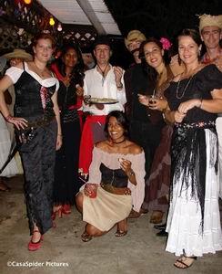 Dit zijn geen echte Mexicanen maar gasten van Ino & Bente op hun Mexican Party. Klik voor groter/sluiten.