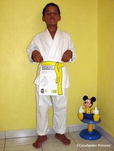 Op zaterdag 1 juli 2006 slaagt Luchiano voor zijn Gele Band examen karate. Klik voor groter/sluiten.