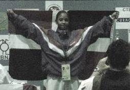 Panamerican Karate Junior Championships Curacao 23.09.2006: Dominicaanse Republiek wint gouden medaille met Karina Díaz. Klik voor groter/sluiten.
