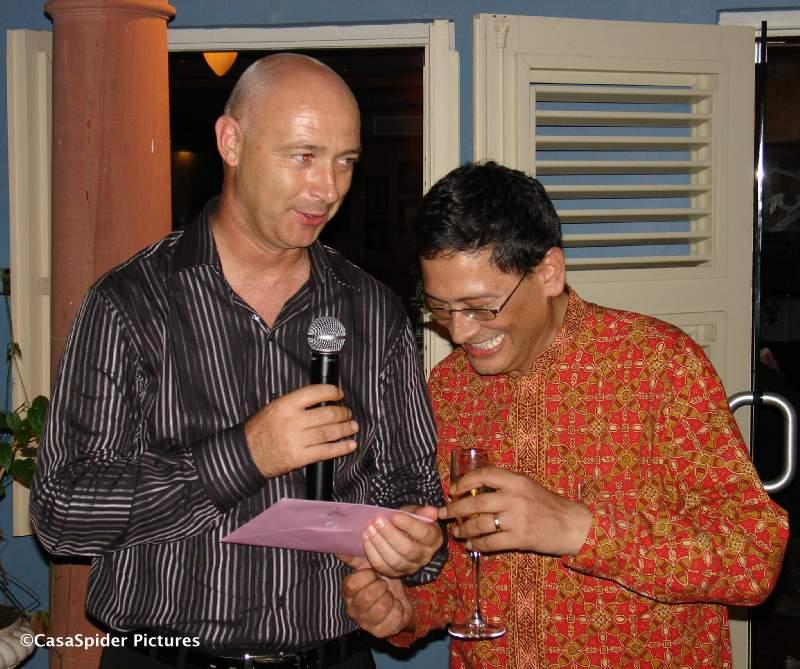 Kees Barneveld en Andre Fruitman vieren de verjaardagen van resp. Kees en SQL Integrator (14). Klik voor groter/sluiten.