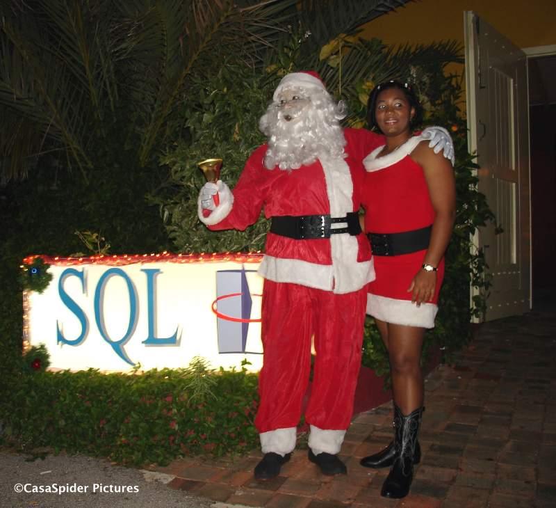 SQL Party te Granbeeuw, we werden verwelkomd door professioneel kerstpersoneel. Klik voor groter.