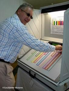 CasaSpider drukt op de rode knop om zijn keuze definitief te maken