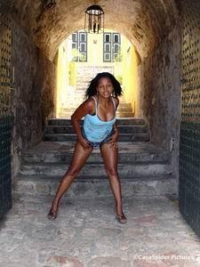 Sugey als Chica de la Semana voor Fort Nassau. Klik voor groter/sluiten.