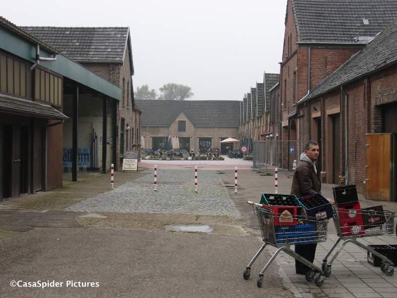 02.10.2007: CasaSpider samen met zwager Wiro naar de Achelse Kluis om te bidden voor bier. Klik voor groter.