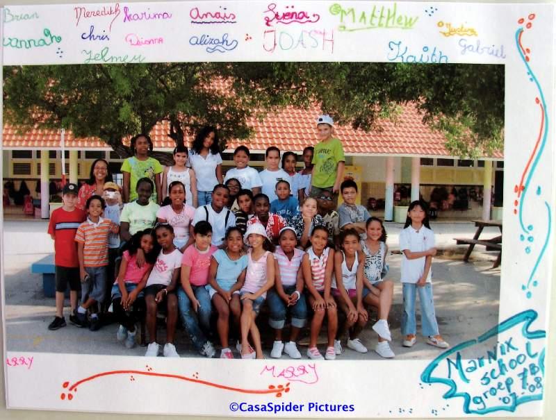 14.09.2007: Klassenfoto klas 5B van de Marnixschool ter gelegenheid van het afscheid van Luchiano. Klik voor groter.