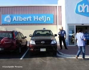 28.03.2007: De eerste Albert Heijn op Curacao opent haar poorten te Zeelandia. Klik voor groter.