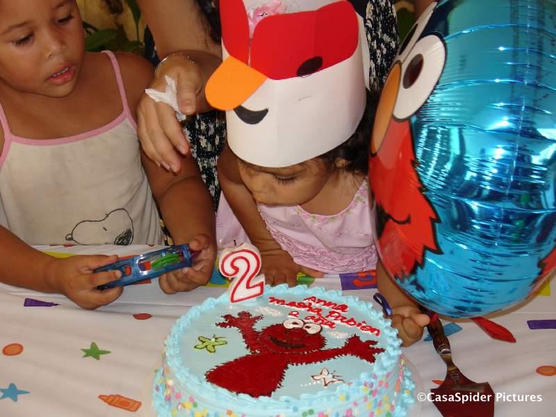Woensdag 31 januari, speelschool Pinky & Ponky: Anna-Maria viert haar tweede verjaardag. Klik voor groter.