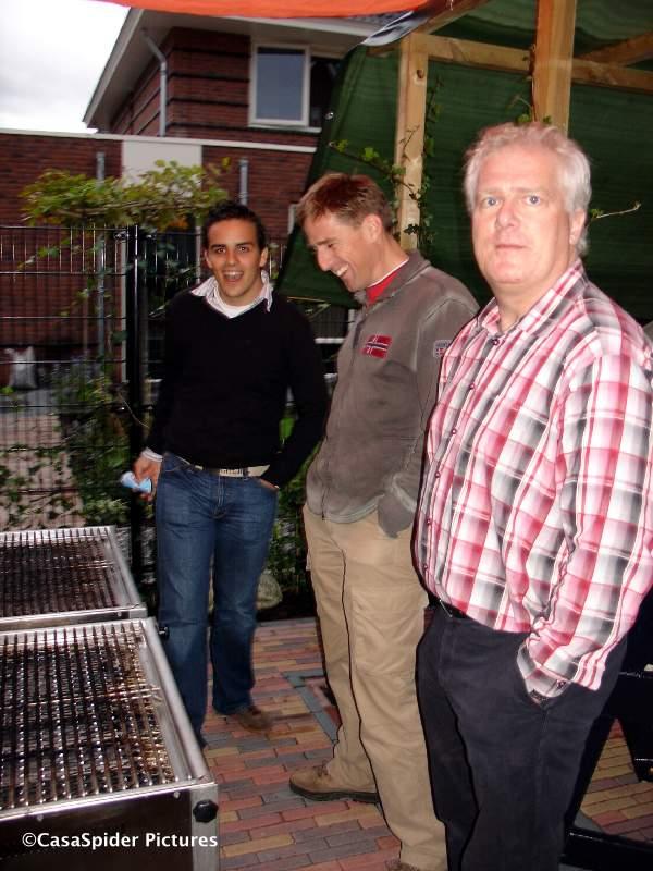 29.09.2007: BBQ bij Tom Molenwijk (rechts) in Berkel en Rodenrijs, even geen vlees maar wel warmte! Klik voor groter.