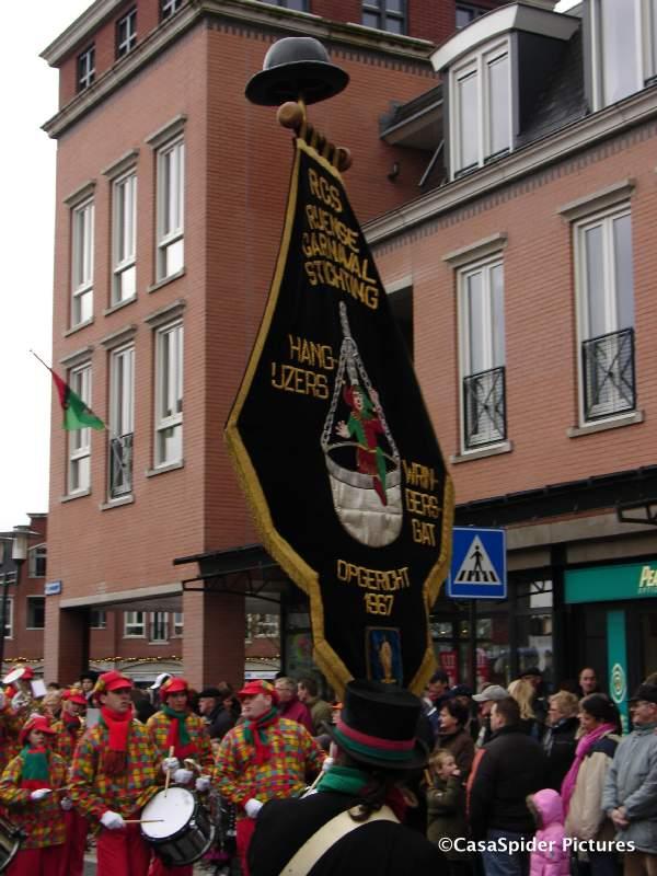 05.02.2008: Carnavalsoptocht in Wringersgat ofwel Rijen. Klik voor groter.