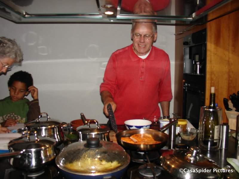27.09.2007: CasasPa en Truus verzorgden een heerlijke maaltijd met zalm en Boerenbridge toe. Klik voor groter.
