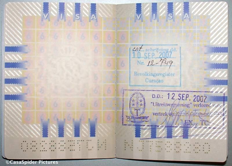12.09.2007: Grote opluchting dat onze paspoorten voorzien van uitreisstempel na een dag nog aanwezig waren bij de Immigratiedienst. Klik voor groter.