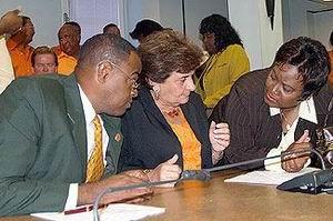 21.05.2007: PAR, PNP en FOL ondertekenen regeerakkoord voor het Eiland Curacao. Foto Amigoe. Klik voor groter.