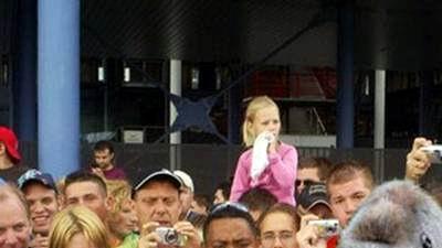 05.06.2007: Feyenoord presenteert nieuwe spits, het lachen zal de tegenstanders snel vergaan. Klik voor groter.