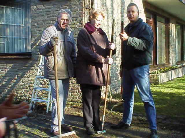 CasasPa, Ilka en CasaSpider in Dommelen, ergens in november 1998. Klik voor groter.