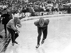 Thialf Heerenveen 23.01.1971: Jan Bols wisselt verkeerd op de 5000 meter en wordt gediskwalificeerd.