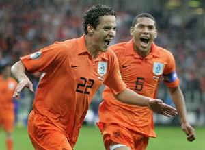 23.06.2007: Bakkal scoort 1-0 voor Jong Oranje tegen Servie. Nederland wint met 4-1 en wordt Europees Kampioen.