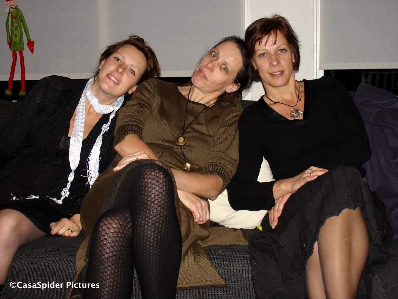 25.12.2007: Casa's zussen, van links naar rechts: Pascale, Monica en Margriet. Klik voor groter.