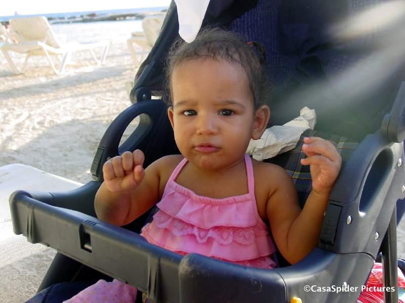 18.02.2007 dag van de Gran Marcha, Diana kijkt ietwat nurks op Mambo Beach. Klik voor groter.