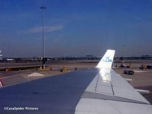 22.04.2007: De MD-11 van de KLM brengt ons terug naar Dushi Korsou. Klik voor groter.