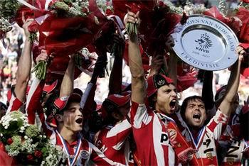29.04.2007: PSV landskampioen na dramatische ontknoping in de Eredivisie. Foto nu.nl. Klik voor groter.