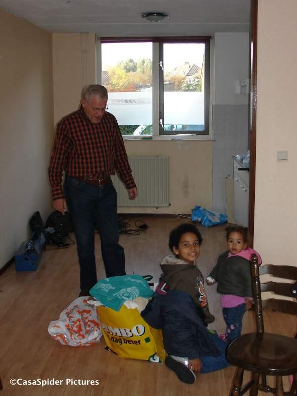 31.10.2007: CasasPa, Luchiano (10) en Diana (1) in ons huis te Rijen, let op de keukenlamp! Klik voor groter.