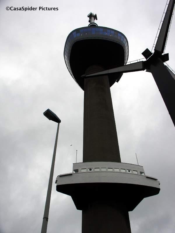 20.01.2008: De Spiders bezoeken de Euromast te Rotterdam bij veel wind. Klik voor groter.
