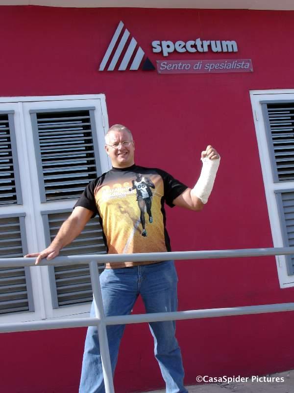 23.07.2007: CasaSpider voor de deur van Spectrum aan de Roodeweg 112, met die rode deuren. Klik voor groter.