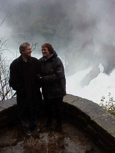 14.11.1998: Tom en Henriette op bezoek bij CasaSpider in Zwitserland, Rheinfall Schaffhausen. Klik voor groter.