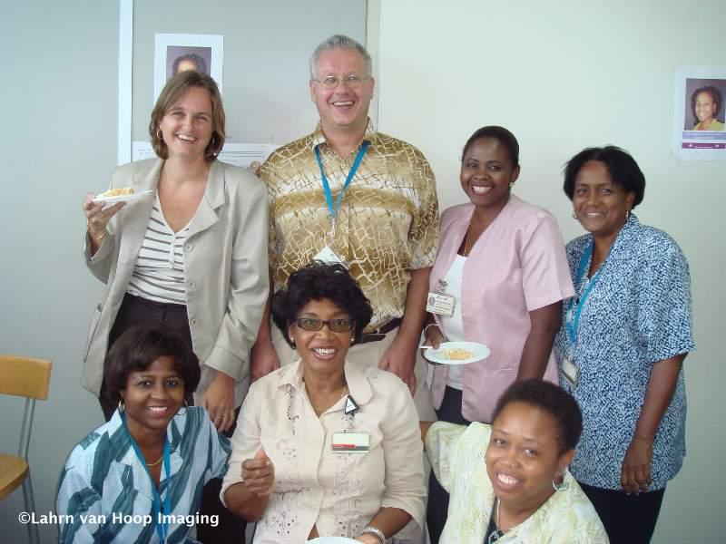13.09.2007: CasaSpider neemt afscheid van UTS, hier omringd door lout dames. Foto Lahrn van Hoop. Klik voor groter.