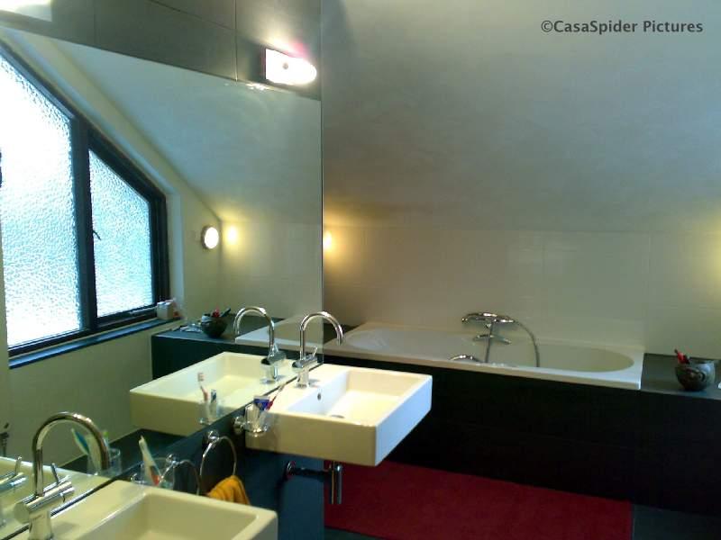 22.02.2008: De nieuwe badkamer van CasasPa en Truus is bijna af maar mag er al zijn. Klik voor groter.