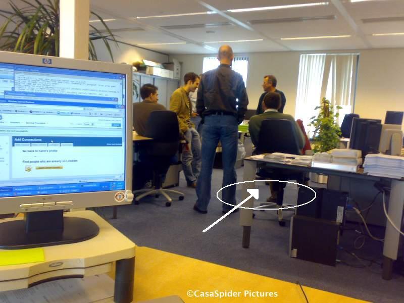 07.04.2008: Welke senstationele gebeurtenis vond maandagochtend plaats bij Brabant Water te Den Bosch? Klik voor groter.