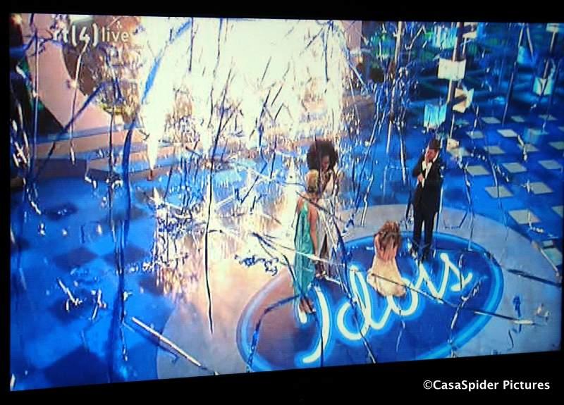 01.03.2008: De finale Idols-2008 tussen Nathalie en Nikki wordt gewonnen door laatstgenoemde. Klik voor groter.