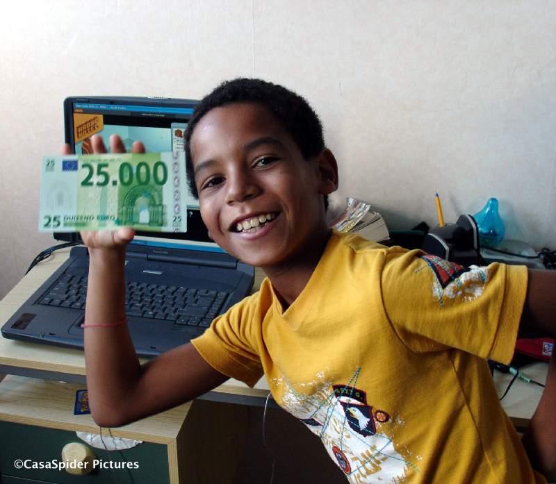 14.08.2008: Luchiano (10) gelooft echt dat we over een paar dagen 25.000 euro rijker zijn. Klik voor groter.