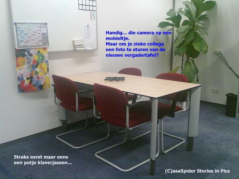 02.12.2009: Het vijfde bureau in de DBA-kamer is eindelijk vervangen door een vergadertafel. Klik voor groter.