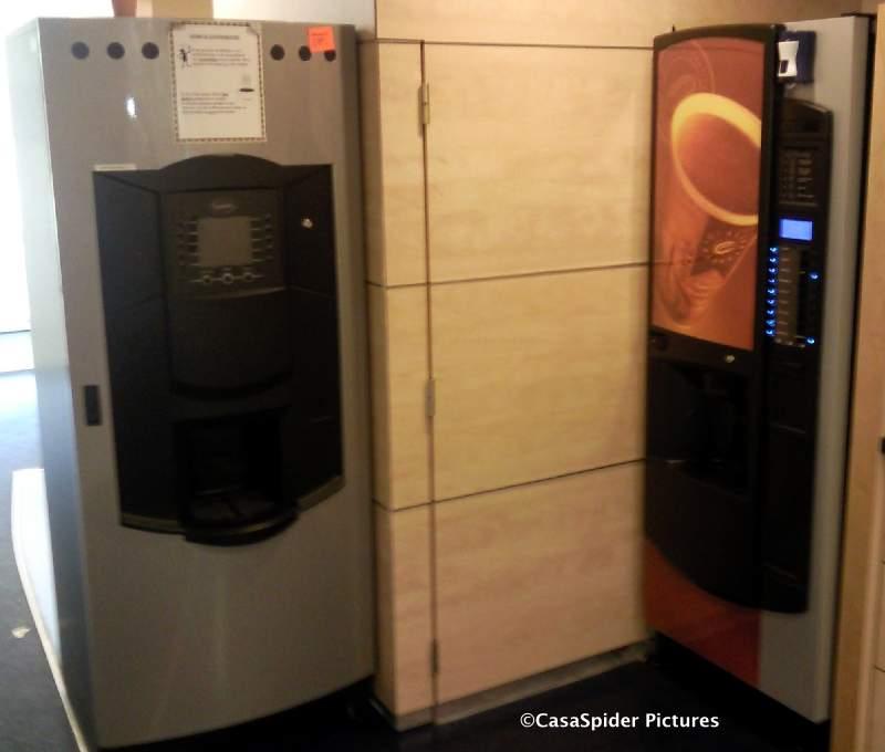 20.08.2009: Donderdag 20 augustus 2009 is de dag dat de ICT-afdeling van Brabant Water een nieuwe koffie-automaat krijgt. Klik voor groter.