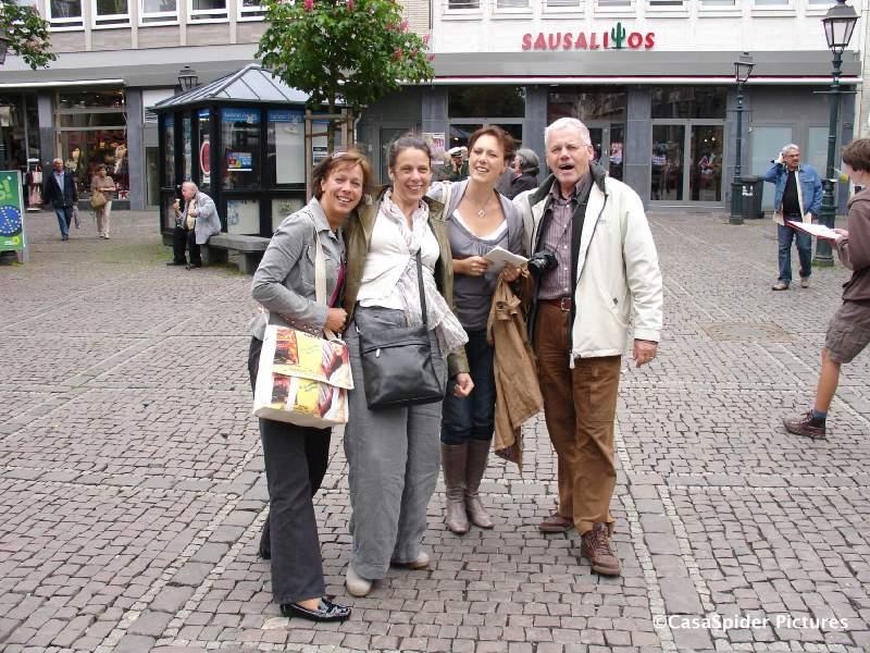 15.05.2009: Een dagje Aken met CasasPa, vlnr Margriet, Monica, Pascale en CasasPa. Klik voor groter.