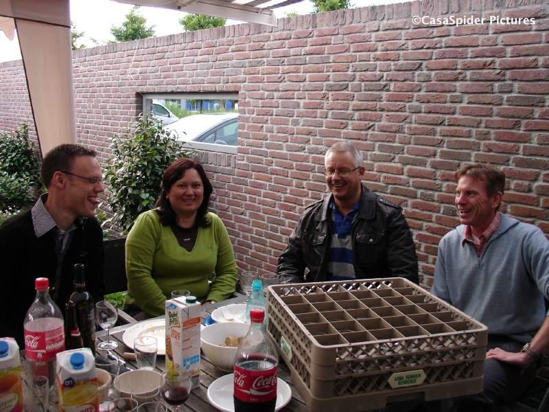 20.06.2009: Tafel met Martin, Cynthia, CasaSpider en Ronald op verjaardagsfeest Diamond Piet. Klik voor groter.
