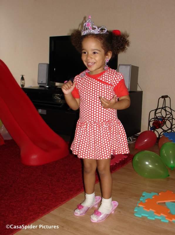 05.05.2009: Prinses Diana viert haar derde verjaardag. Klik voor groter.