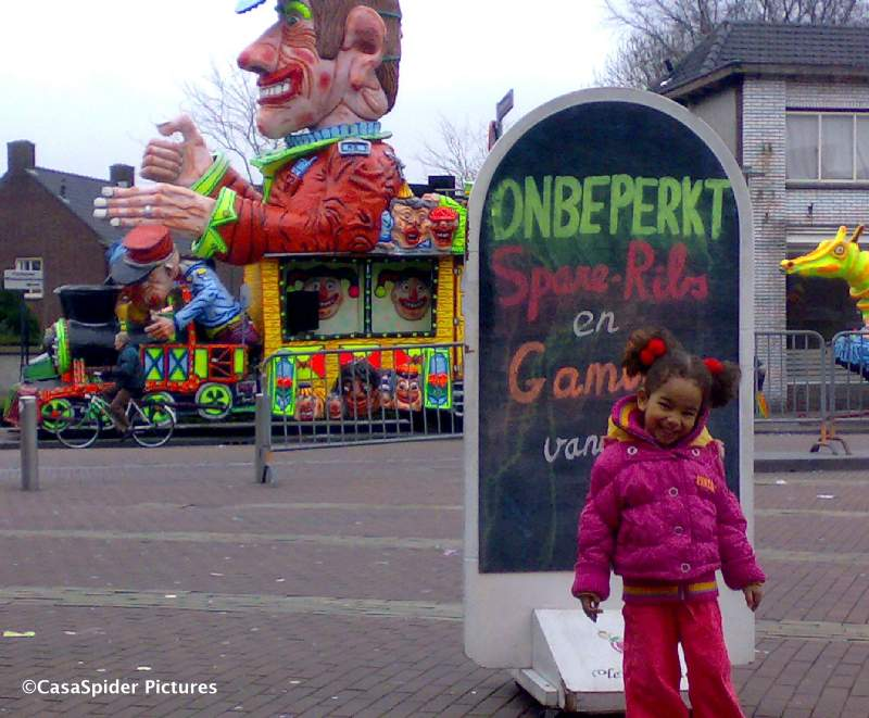 25.02.2009: Ook qua Carnaval is Rijen geen Curacao, dit is alles wat we ervan hebben meegemaakt. Klik voor groter.