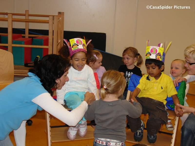11.05.2009: Tot onze verrassing viert speelschool 't Hummeltje Diana's derde verjaardag. Klik voor groter.