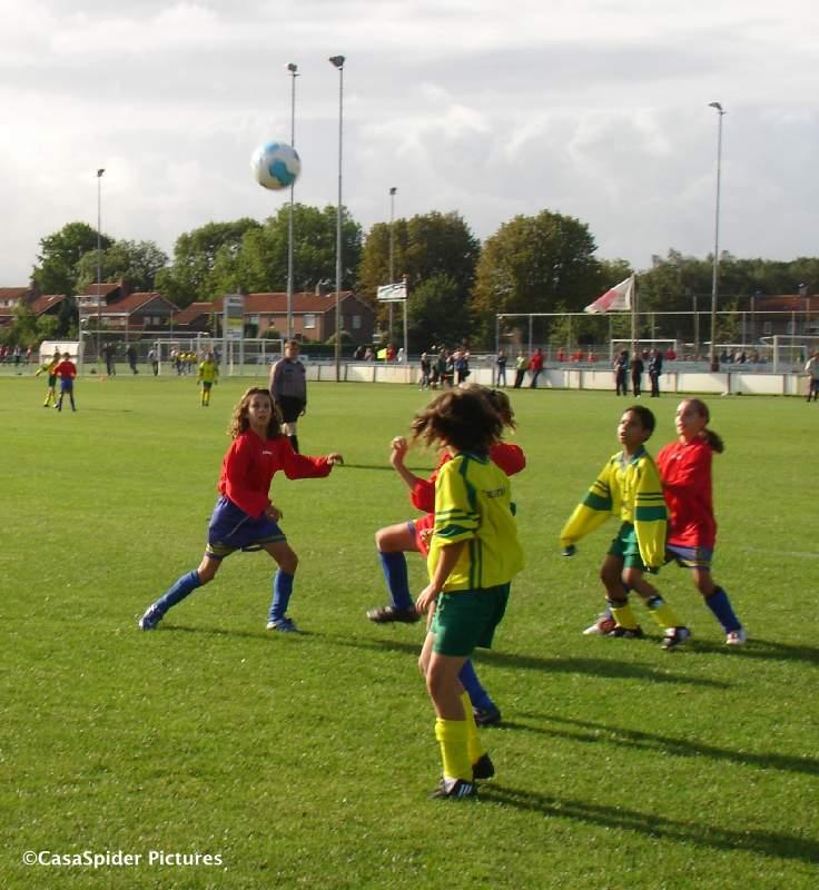 05.09.2009: De meisjes van Dongen D5 doen in niets voor de jongens onder. Klik voor groter.