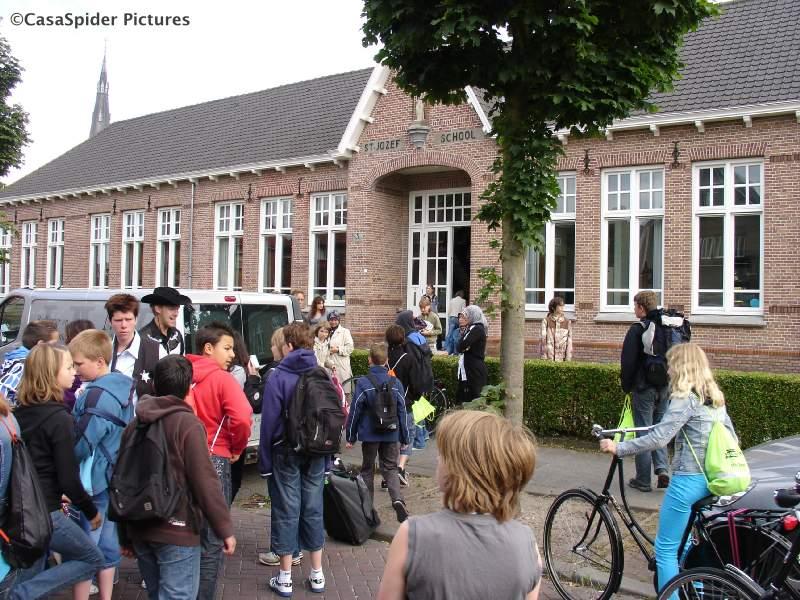 22.06.2009: KBS Sint Jozef Rijen Groep 8 gaat op vakantiekamp naar Westelbeers. Klik voor groter.