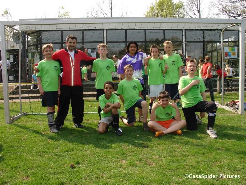 15.04.2009: Schoolvoetbaltoernooi sportpark Vijf Eiken te Rijen, elftalfoto KBS Sint Jozef 2. Klik voor groter.